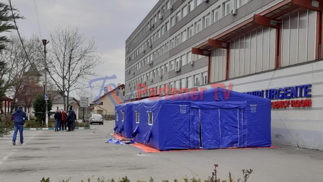 Cu sprijinul Inspectoratului pentru Situaţii de Urgenţă Dâmboviţa , Direcţia de Sănătate Publică Dâmboviţa  montează în curtea Spitalului Judeţean de Urgenţă  Târgovişte , lângă UPU, un cort pentru trierea epidemiologică. Medicii vor face aici un punct pentru trierea pacienților care se prezintă la unitatea de primiri urgențe.