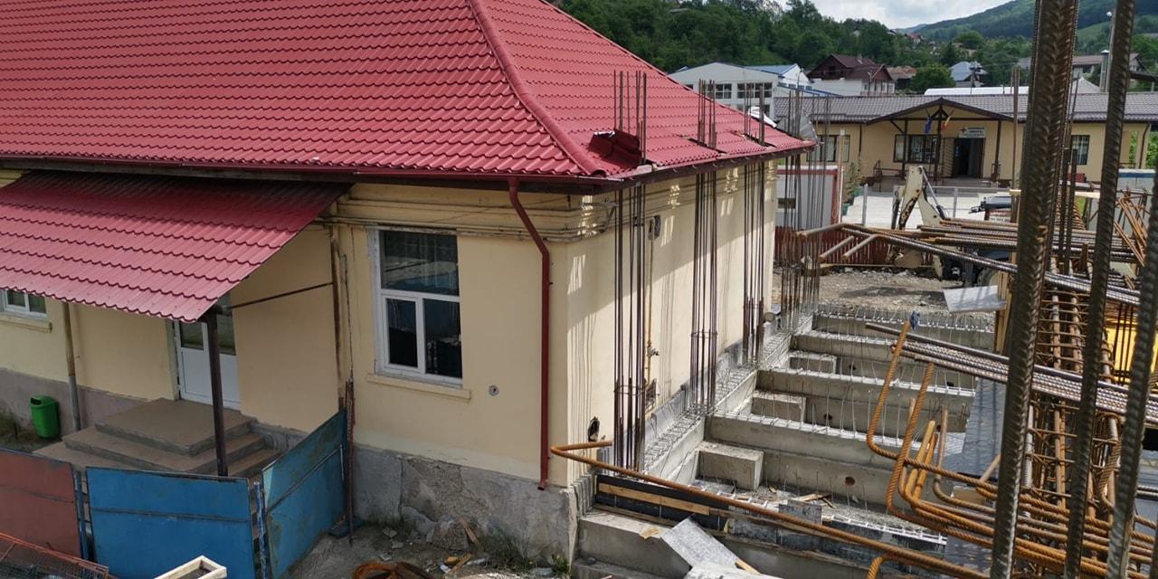 Activitate intensă în comuna  Moroeni. Administraţia locală a lucrat la foc continuu pe mai multe planuri în ultimul an, investind în infrastructură, dar şi în educaţie şi sănătate.