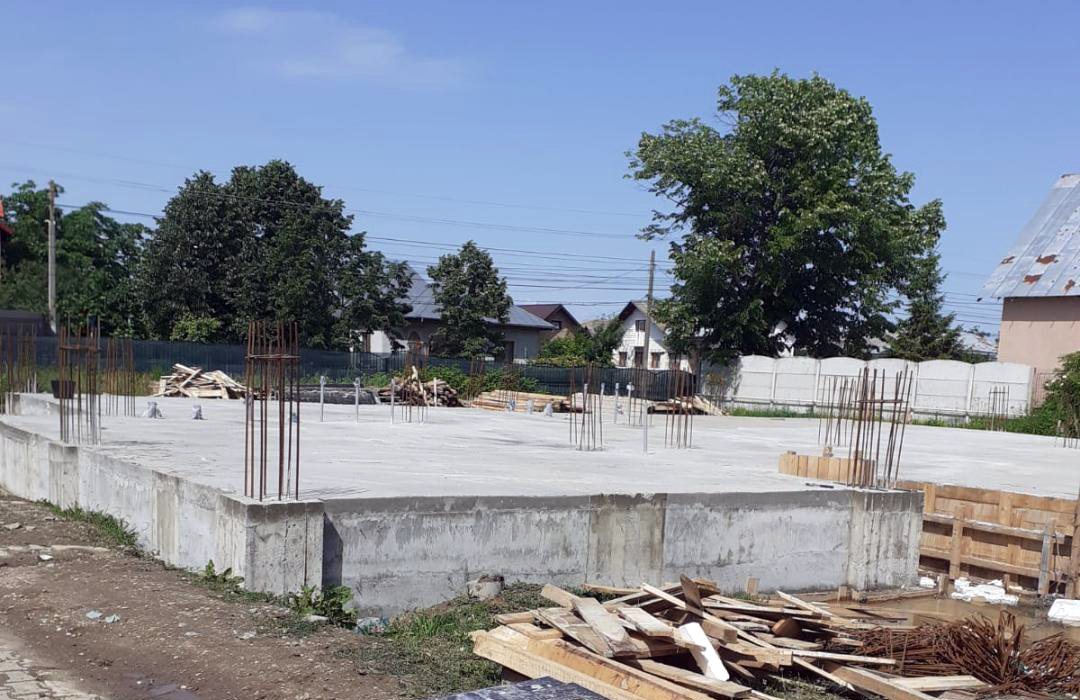 Administrația de la Văcărești a obținut finanțare pentru construirea unei  noi grădinițe la Văcărești. Deja se lucrează la această investiție. De vineri, se începe efectiv la lucrările de zidărie.