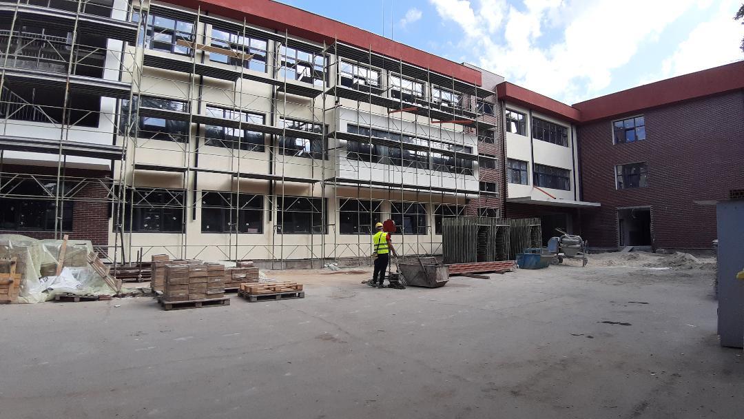 Unitatea școlară a fost prinsă  într-un amplu  proiect  de reabilitare, modernizare, extindere și dotare cu finanțare europeană prin POR.