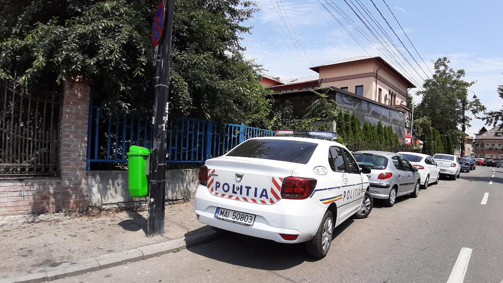 Polițiștii dâmbovițeni sunt la datorire și verifică la sânge respectarea  normelor de protecție și măsurilor de protecție împotriva răspândirii  COVID-19, atât în zonele aglomerate, piețe, târguri, terase, centre comerciale și ștranduri.