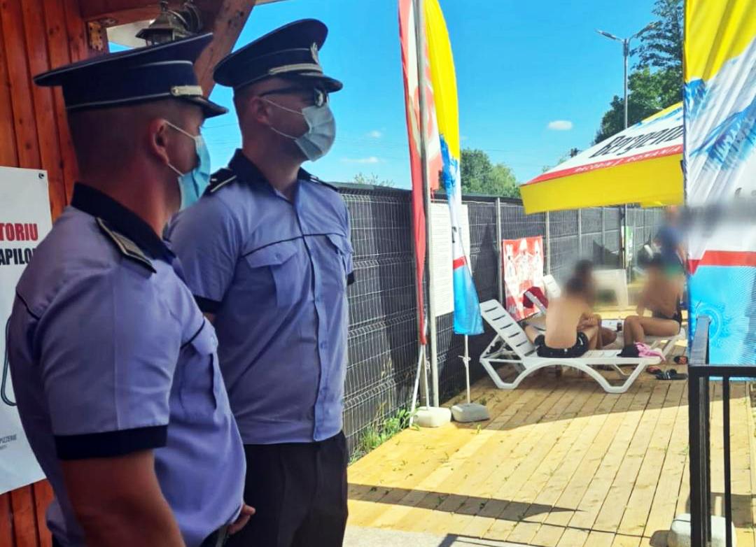 În ultimele 24 de ore, sub autoritatea Instituției Prefectului, polițiștii din cadrul Inspectoratului de Poliție al Județului Dâmbovița,  jandarmi, polițiști locali, precum și reprezentanți ai Inspectoratului pentru Situații de Urgență, Inspectoratului Teritorial de Muncă, Inspectoratului de Stat pentru Controlul in Transportul Rutier, Direcției Sanitar Veterinare și Direcției de Sănătate Publică, au continuat să acționeze în sistem integrat, desfășurând activități de verificare cu privire la  respectarea normelor legale impuse în contextul situației actuale.