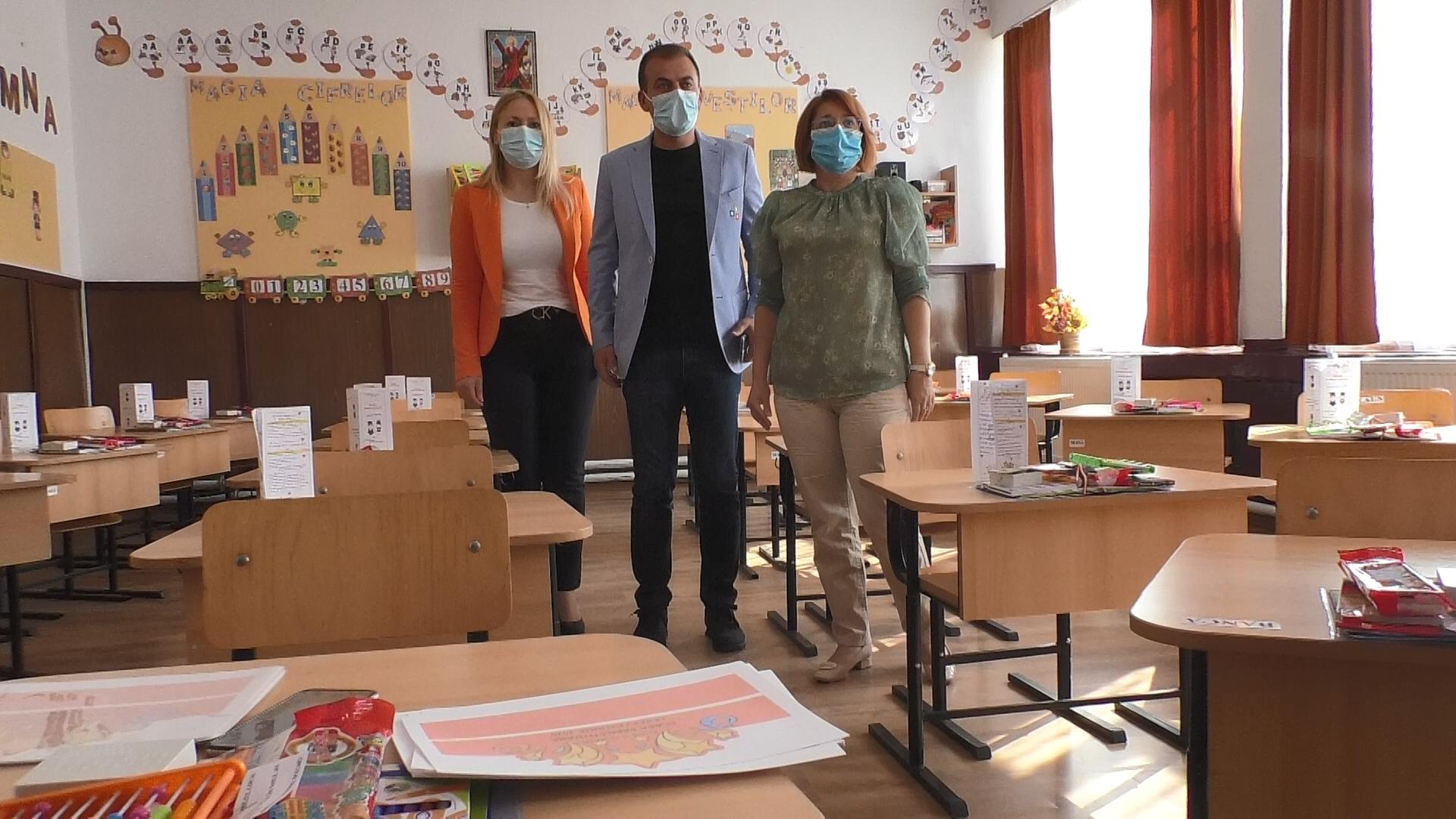 Autoritățile locale din Răzvad s-au pregătit temeinic  pentru scenariul galben în care cei mai mulți elevi și preșcolari se vor întoarce în bănci, de luni