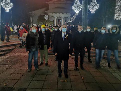 S-au aprins luminițele de Crăciun din orașul Găești