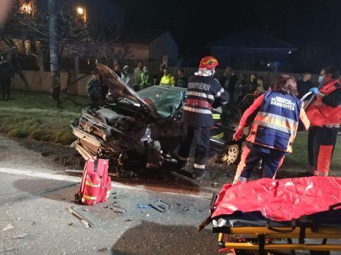 Accident grav la Bâldana, un auto a pătruns pe contrasens și s-a ciocnit cu un autocamion. În urma impactului două persoane au fost rănite, una dintre ele a