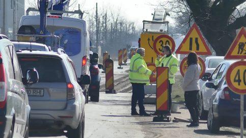 S-a dat startul lucrărilor pe DJ 711 Ulmi – Comișani – Băleni, lotul 2 , lucrări de reabilitare și modernizare pe o lungime de 16 km, valoarea fiind de 42 de milioane lei.  Această investiție face parte din  marele